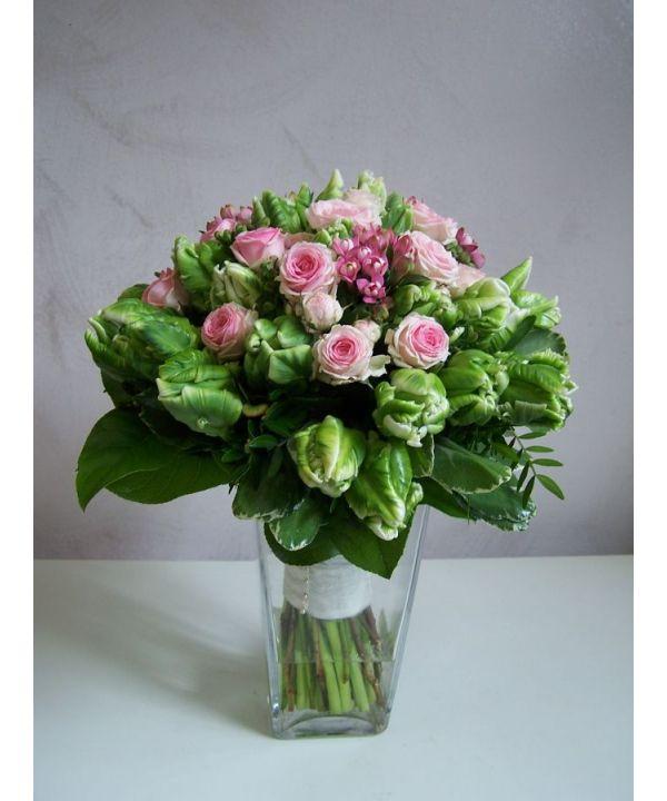 Tulipány a trsové růže malá