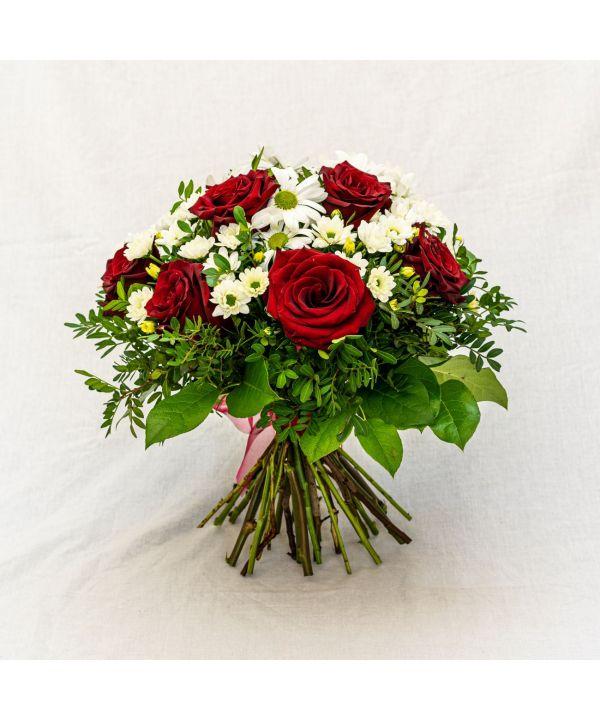 Kytice bílých chryzantém a rudých růží malá