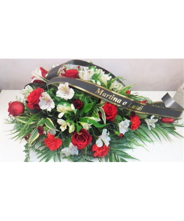 Smuteční kytice z červených růží malá
