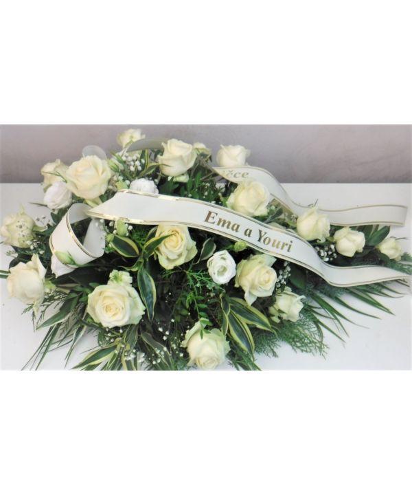Smuteční kytice z bílých růží malá