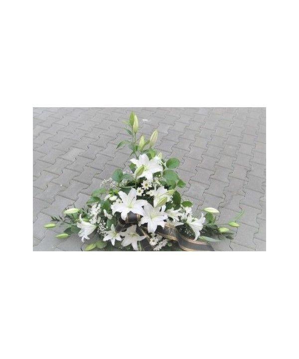 Smuteční kytice z bílých lilií