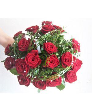 Kytice rudých růží s perlami